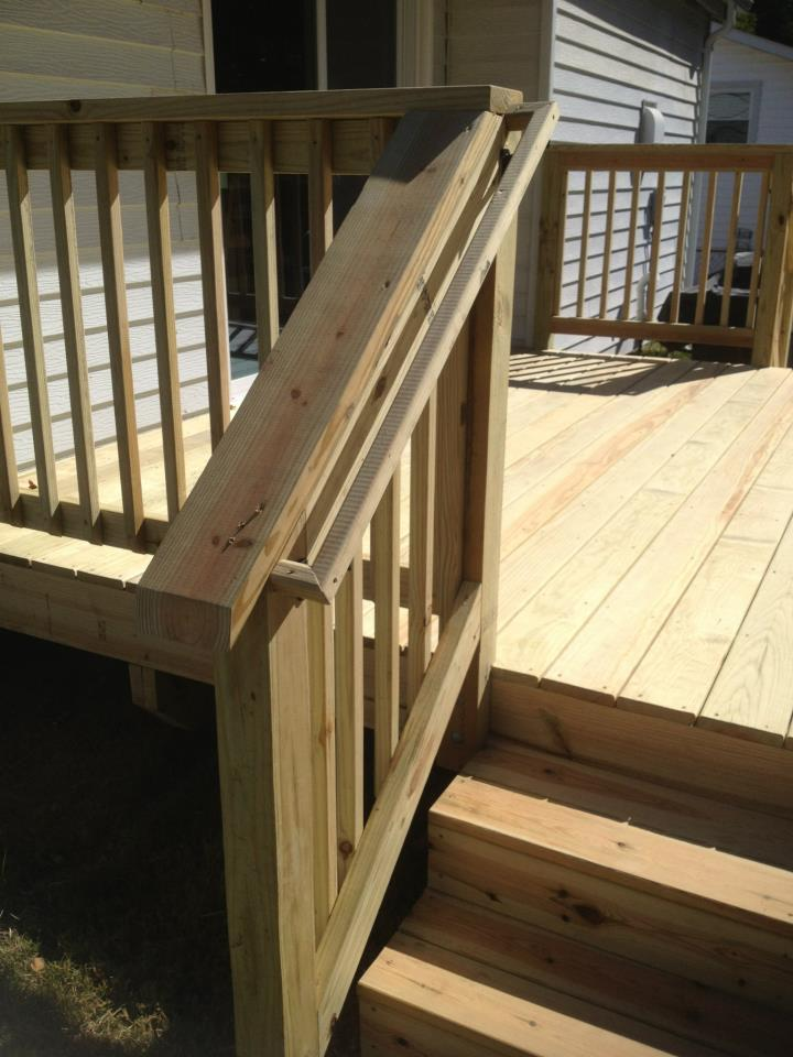 Strong stair railing with smooth finish - Qualis Construction